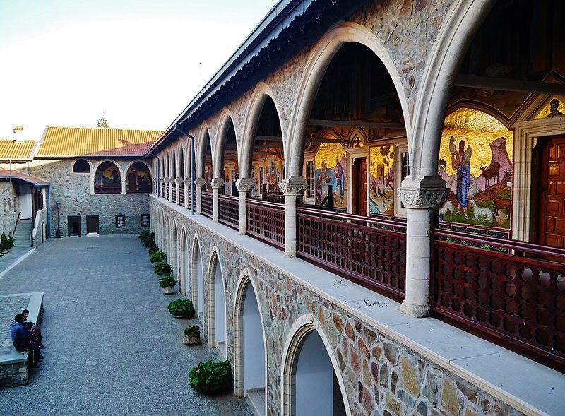 Kykkos-Kloster mit Grabmahl des Erzbischofs Makarios